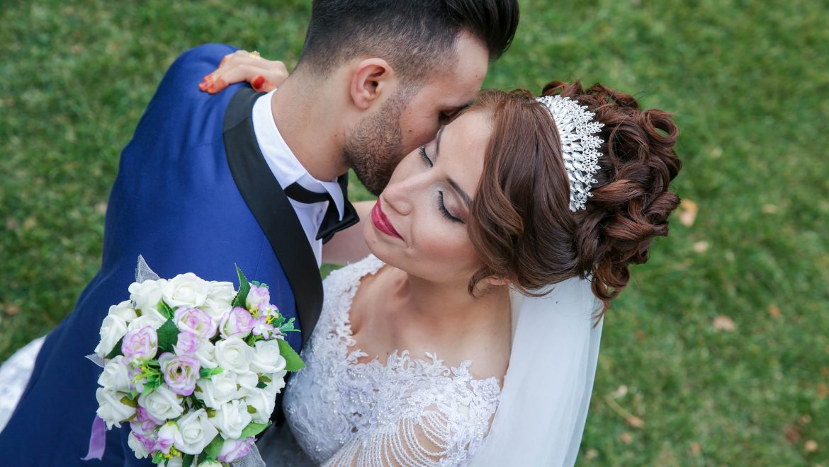 Best Greek Wedding Traditions That Everyone Likes