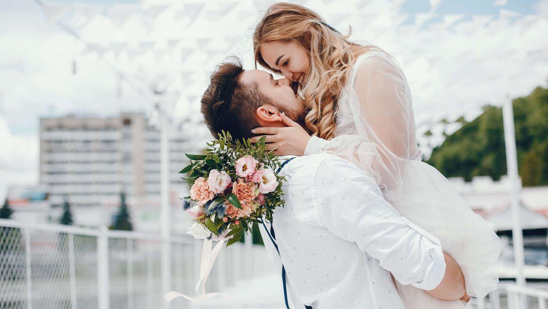 romantic couple wedding trends 2020